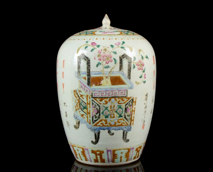 A large jar and cover - Famille rose - Porcelain - Precious objects, calygraphy - China - 19th century