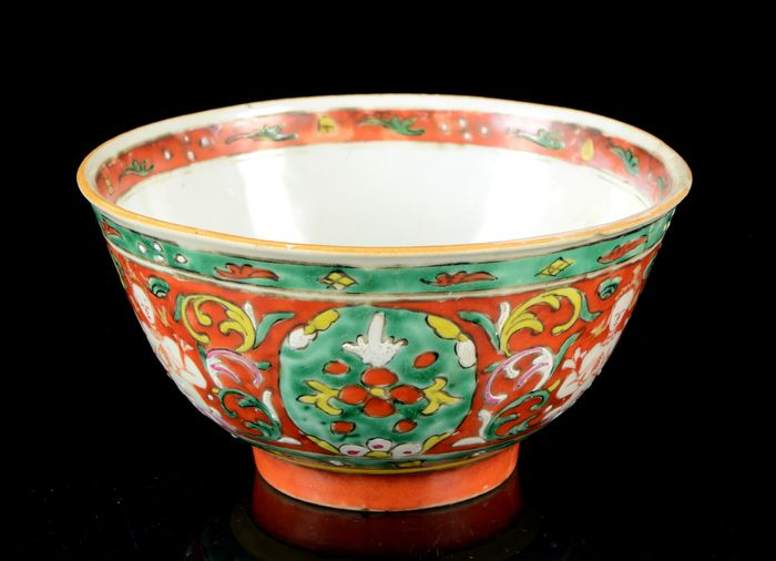 Bencharong 'Thepanom' bowl - Famille rose - Porcelain - Straits Chinese porcelain - For Thai market - China, export for South East Asia - 19th century
