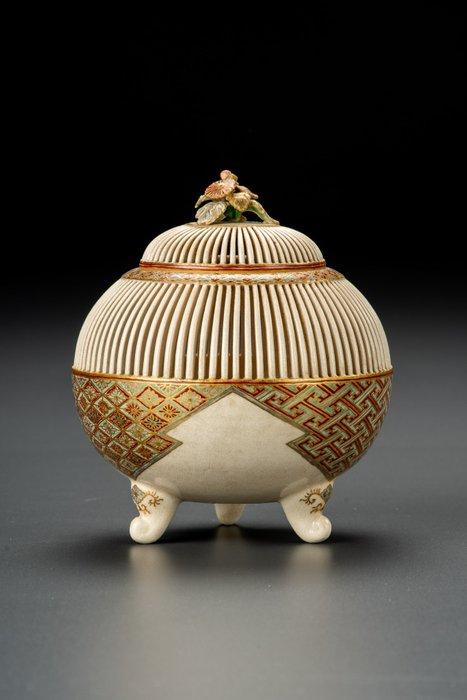 Vase - Satsuma - Ceramic - Elegante e raffinato - Porta grilli traforato - Motivi geometrici con smalti policromi - Japan - Edo Period (1600-1868)