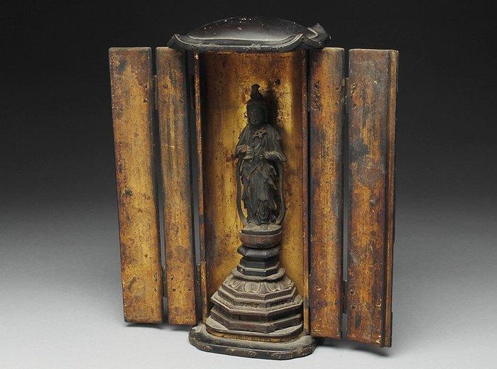 Butsudan - Gold, Lacquer, Wood - Fine Buddha home altar - Japan - Edo Period (1600-1868)