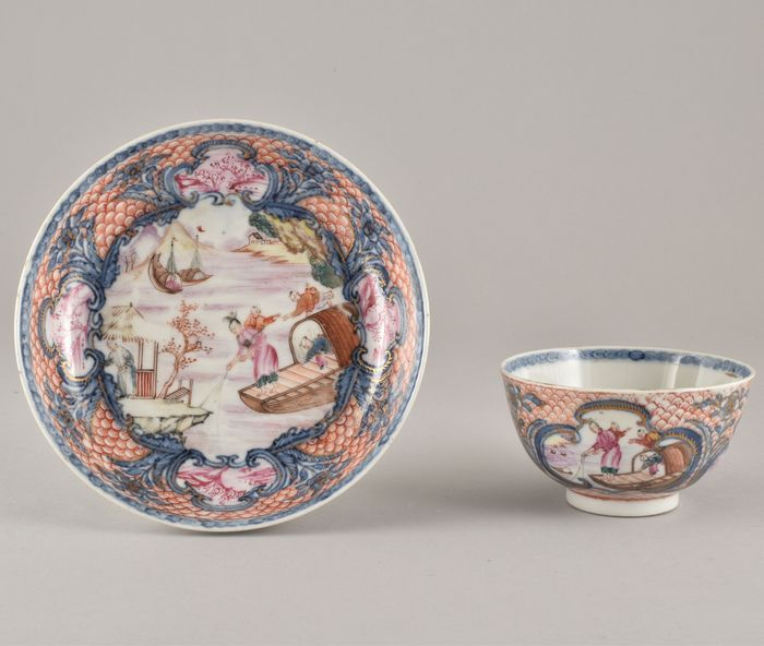 A VERY FINE CHINESE FAMILLE ROSE TEA BOWL AND SAUCER - Porcelain - China - Qianlong (1736-1795)