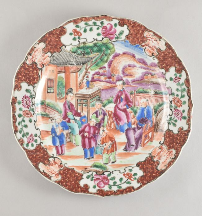 A CHINESE FAMILLE ROSE MANDARIN PALETTE PLATE - Porcelain - China - Qianlong (1736-1795)