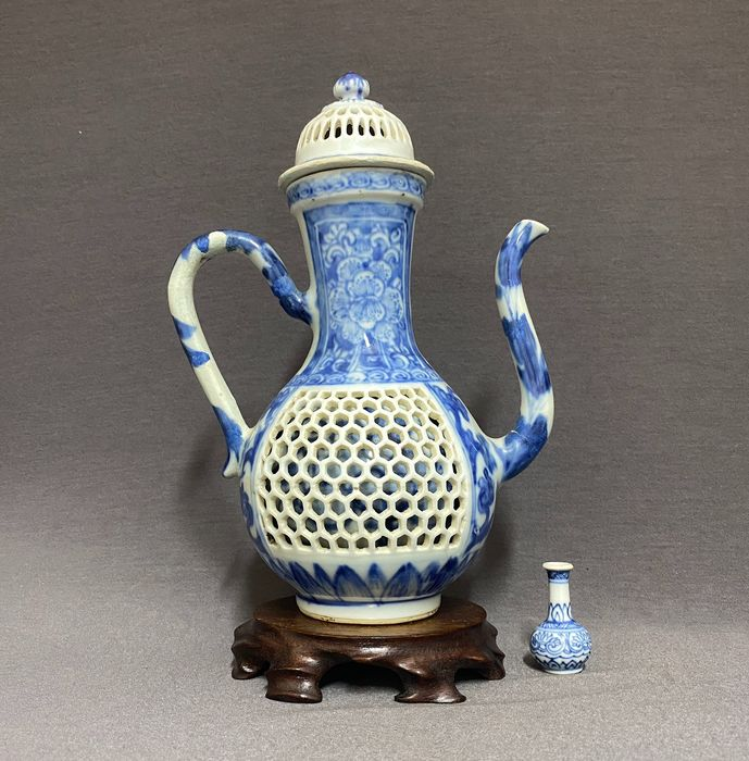 Wine ewer - Porcelain - Chinese - Dragons work - Wine ewer - Double bodied - Dragons and peonies - China - Kangxi (1662-1722)