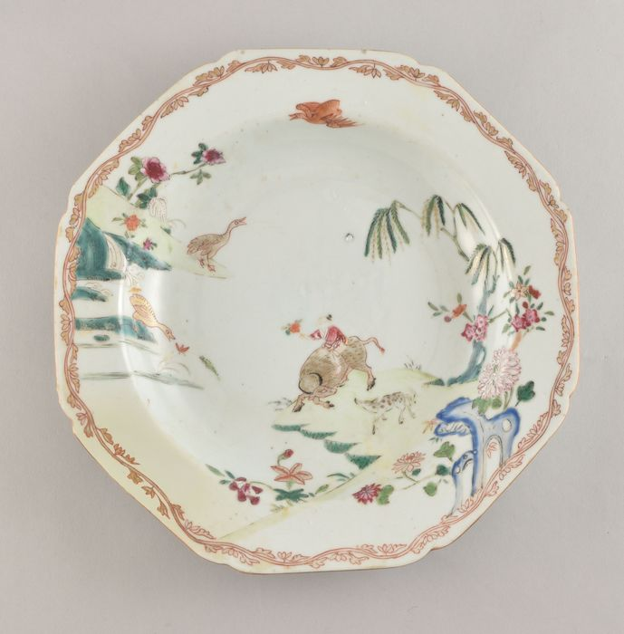 A Chinese Famille Rose plate decorated with a water buffalo - Porcelain - China - Qianlong (1736-1795)