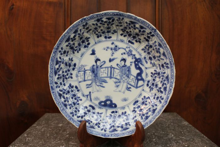 Plate - Blue and white - Porcelain - Woman - China - Kangxi (1662-1722)