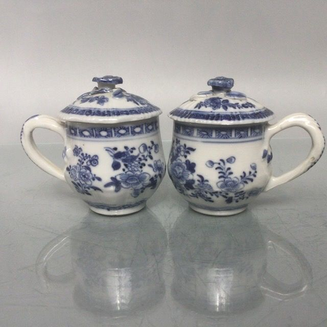 Antique chinese porcelain cups with cover (2) - Blue and white - Porcelain - China - Qianlong (1736-1795)