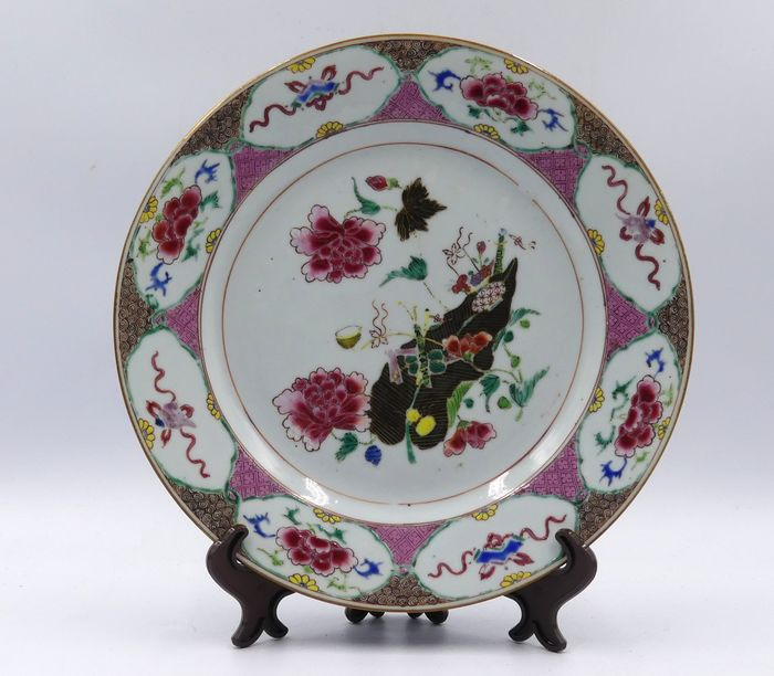 Plate (1) - Famille rose - Porcelain - China - Qianlong (1736-1795)
