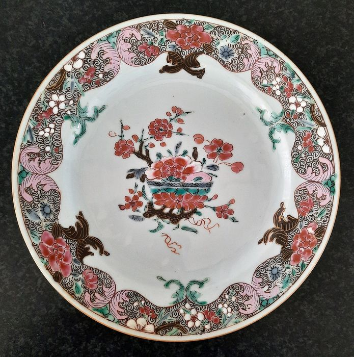Plate (1) - Famille rose - Porcelain - floral - China - Yongzheng (1723-1735)