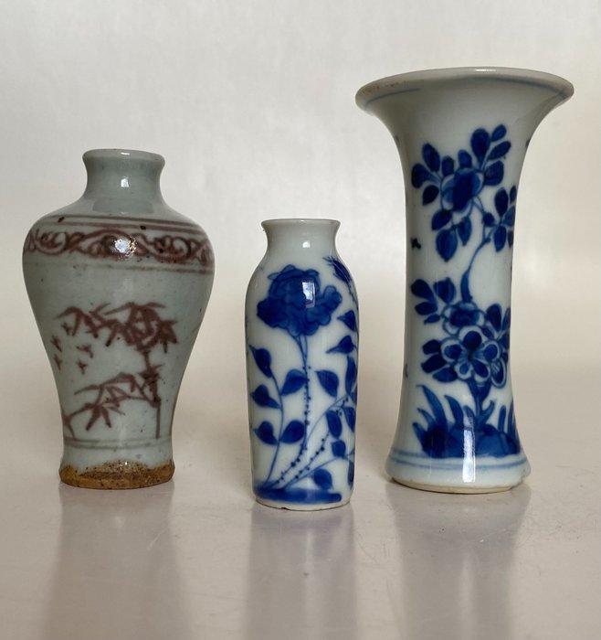 Roll vase Trumpet vase & Baluster vase (2) - Porcelain - China - Kangxi (1662-1722)