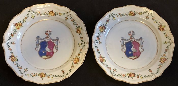 Bowl (2) - Armorial porcelain, Chinese export, Famille rose - Porcelain - Pair of Large Soup Bowls - Armorial porcelain - Porcelain - Swedish Market - China - 18th century - China - Qianlong (1736-1795)