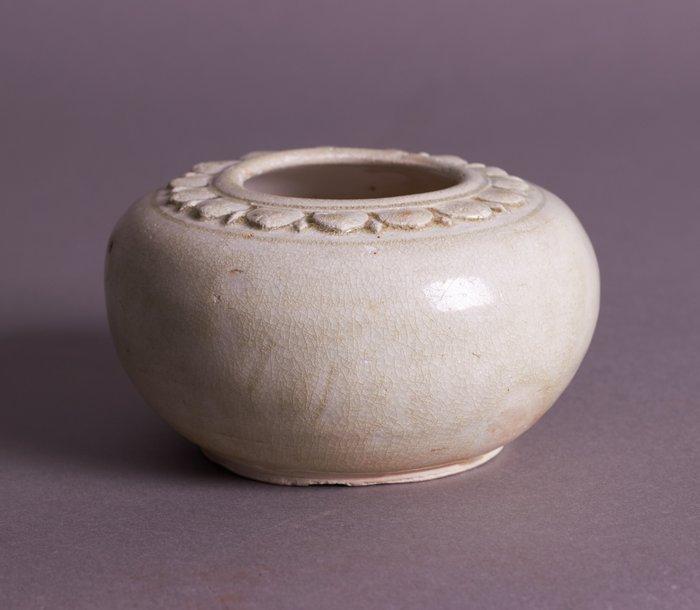 Brush washer, Brushwasher - Porcelain - Lotus - A WHITE GLAZED BRUSH WASHER - China - Sui Dynasty (581-618)