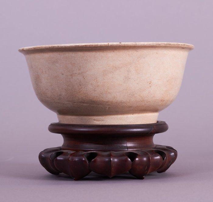 Bowl - Dehua - Porcelain - A DEHUA / BLANC DE CHINE LARGE BOWL - China - 17th century