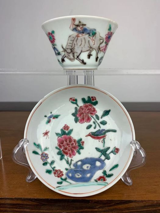 A saucer, a small cup (2) - Famille rose - Porcelain - Bird, flower - China - 18th century