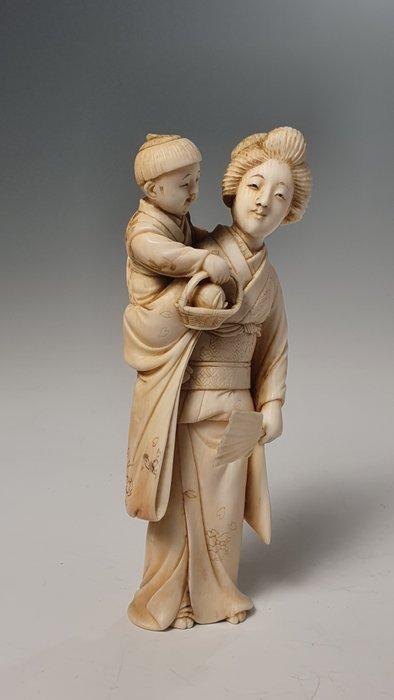 Okimono (1) - Elephant ivory - NO RESERVE PRICE - Japan - Meiji period (1868-1912)