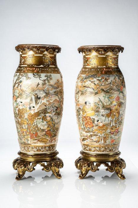 Vases - Satsuma - Ceramic, Gold - Elegante coppia di vasi montati su bronzi francesi - Japan - Meiji period (1868-1912)
