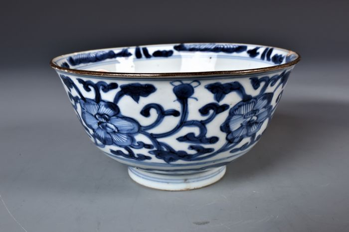 Bowl (1) - Blue and white - Porcelain - Flowers - China - Kangxi (1662-1722)