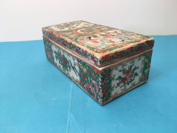 Box - Canton, Famille rose - Porcelain - China - 19th century