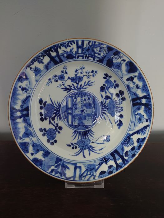 Plate - Blue and white - Porcelain - Raised central medallion scholars plate - China - Kangxi (1662-1722)