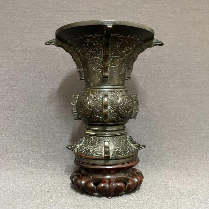 Vase - Bronze - Japanese - Roundels with floral landscapes - Japan - Meiji period (1868-1912)