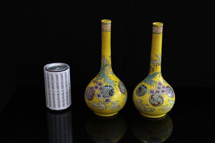 Pair of Japanese bottle shaped vases. (2) - Ceramic - Japan - Meiji period (1868-1912)