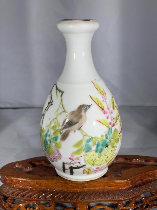 """A Chinese Qian Jiang Cai Bottle Vase Dated 1890 marked """"Guan Yao Nei Zao"""" (1) - Qian Jiang Cai - Porcelain - China - 19th century"""