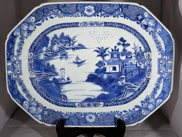 A Perfect Chinese Platter Qianlong Period (1736-1795) TOP quality (1) - Blue-ground - Porcelain - China - 18th century