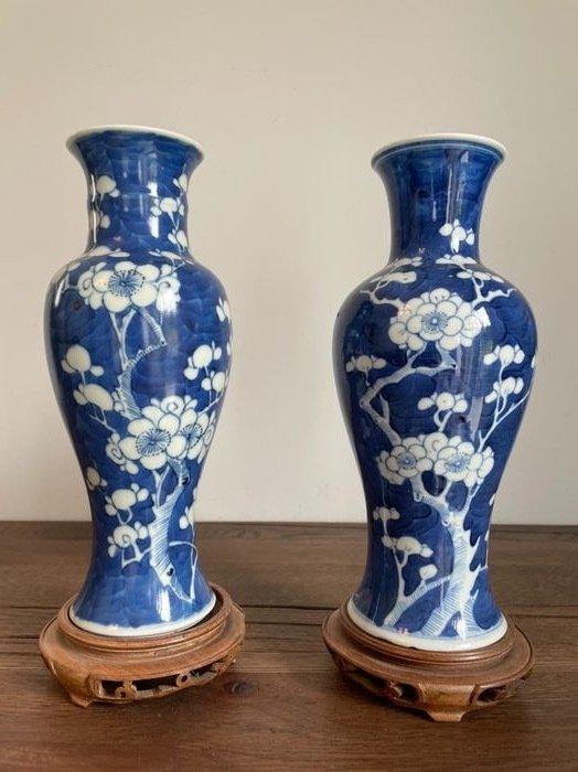 Stand, Vase (4) - Porcelain, Wood - China - Qing Dynasty (1644-1911)