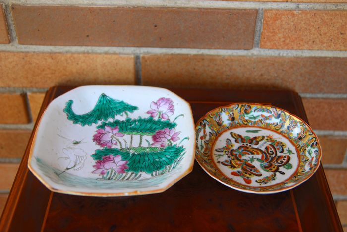 Plates (2) - Porcelain - Lotus flower - China - Qing Dynasty (1644-1911)