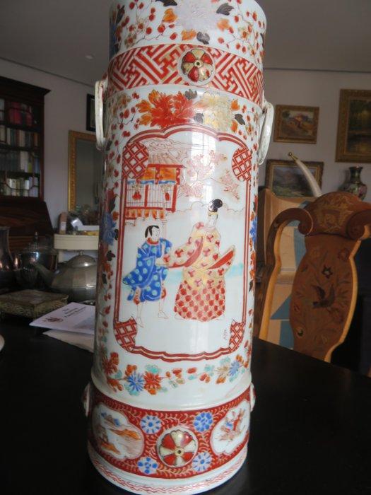 Vases (2) - Ceramic - Animal, Man, Woman - Vases japonaises, marked 'Hichōzan Shinpo zō' 肥蝶山信甫造 - Japan - Meiji period (1868-1912)
