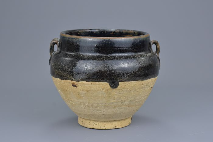 Jar - Cizhou - Stoneware - A SONG / JIN DYNASTY CIZHOU JAR - China - Northern Song (960-1127)