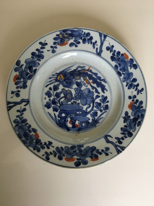 A Chinese porcelain Kangxi dish with minimal fritting 24.5 cm diameter in good condition (1) - Porcelain - China - 18th century
