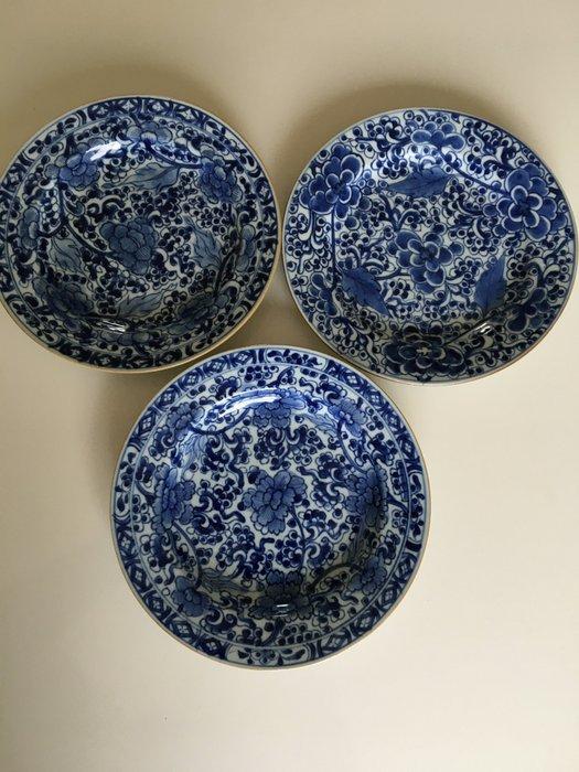 Plates (3) - Blue and white - Porcelain - China - Kangxi (1662-1722)