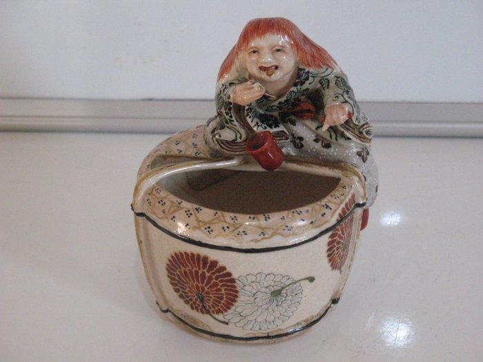 Vessel, shojo figurine (1) - Ceramic - Japan - Meiji period (1868-1912)