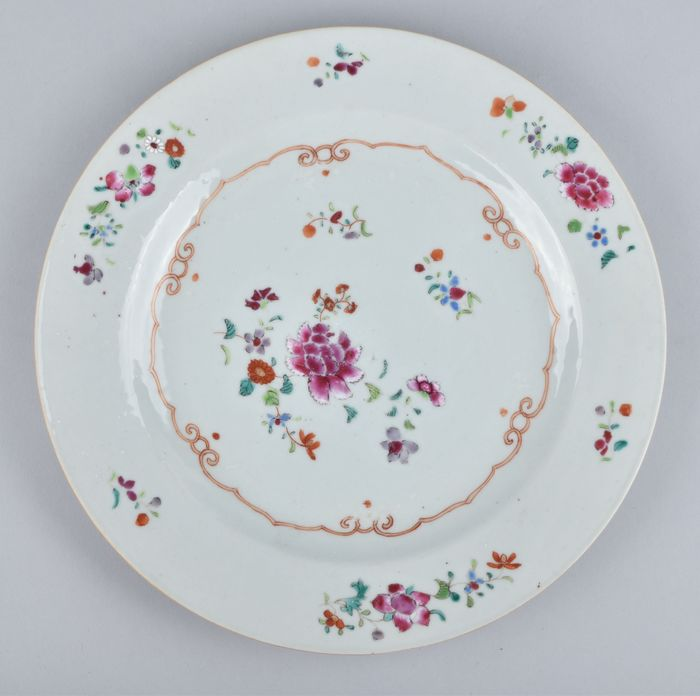 A chinese famille rose plate decorated with flowers - Porcelain - China - Qianlong (1736-1795)