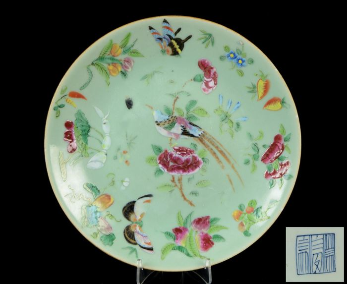 A Chinese plate - Celadon ground - Porcelain - Birds, butterflies, peonia and other flowers, insects fruits, vegetables. - NO RESERVE PRICE - China - Daoguang (1821-1850)