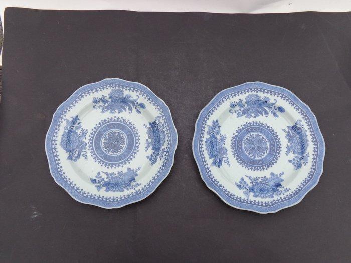 Plate (2) - Blue and white - Porcelain - Flowers - Twee qianlong borden met symbolen [1736-1795] - China - 18th century