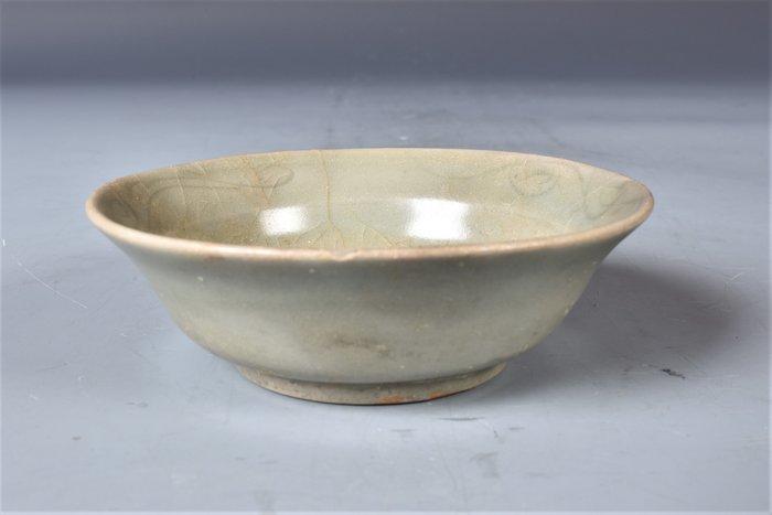 Plate, Shallow dish (1) - Celadon - Porcelain - Flowers, Peony - 龍泉窯印花折腰洗(Lot.59) - China - Ming Dynasty (1368-1644)