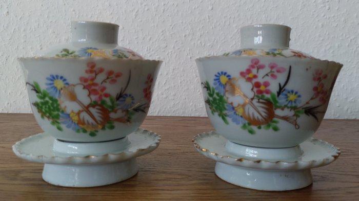 Tea cups (2) - Famille rose - Porcelain - Flowers - Chinesische Teetasse Mitte des 20. Jahrhunderts - China - Republic period (1912-1949)
