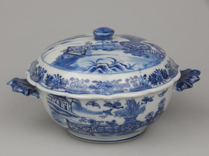 lid terrine. - Porcelain - China - Qianlong (1736-1795)