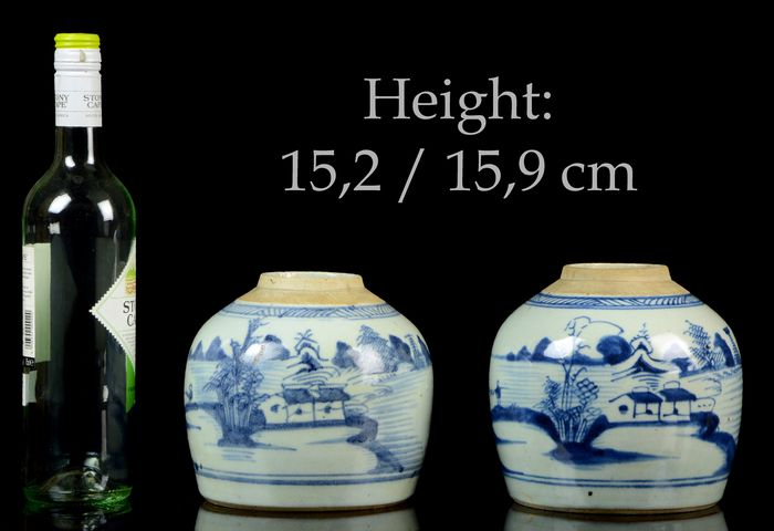 A pair of Chinese ginger jars (2) - Blue and white - Porcelain - Pavilions on riverbanks, pagoda, mountainous river landscape - Very good condition - NO RESERVE PRICE - China - 19th century