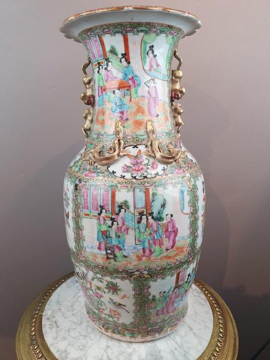 Vase - Porcelain - Famille rose (court scenes) - China - 19th century