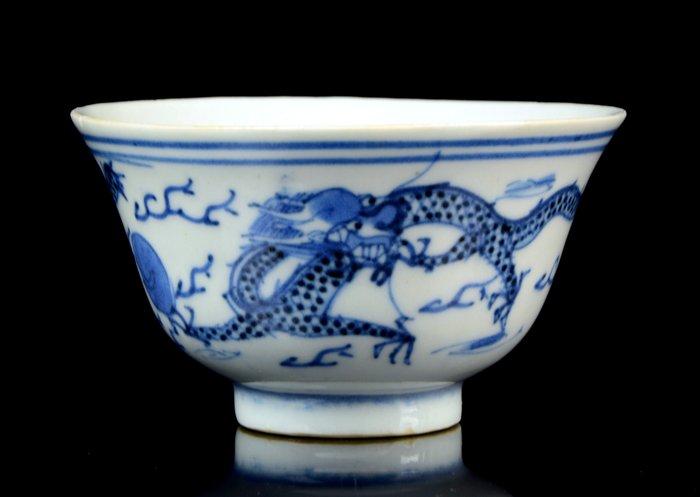 "A Chinese bowl - Blue and white - Porcelain - ""Dragon bowl"" - Chenghua apocryphal mark - China - Guangxu (1875-1908)"