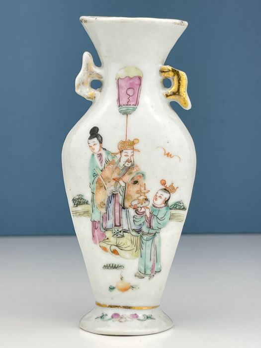 Chinese wall vase with figures - Porcelain - China - Late 19th century