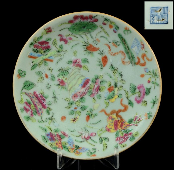 Plate - Famille rose, Celadon ground - Porcelain - Eight Daoist Emblems - China - Daoguang (1821-1850)