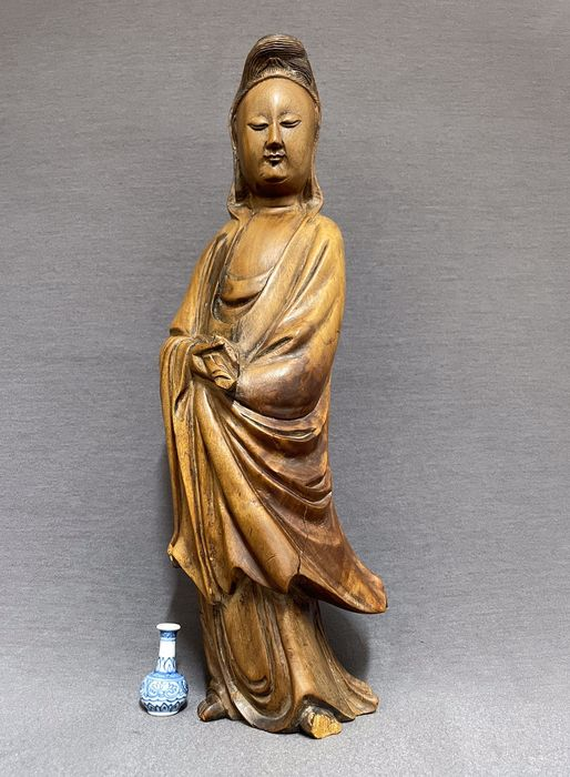 Sculpture - Wood - Chinese - Large - Guanyin holding a scroll - China - 19th century