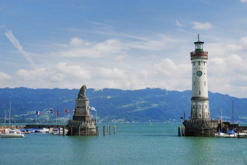 ドイツ・リンダウを象徴する像と塔