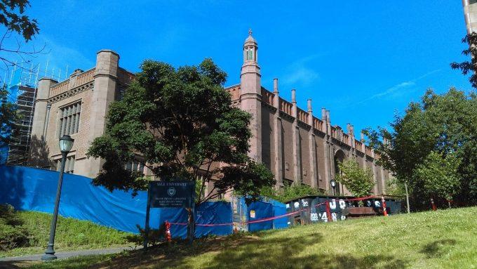 化学科の建物。入学した当初からずっと改築中です。