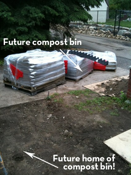 Shipping pallets - turn them into a compost bin