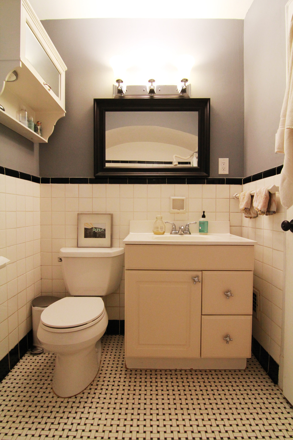 Before old dingy bathroom renovation