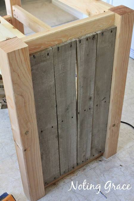 DIY pallet island framing